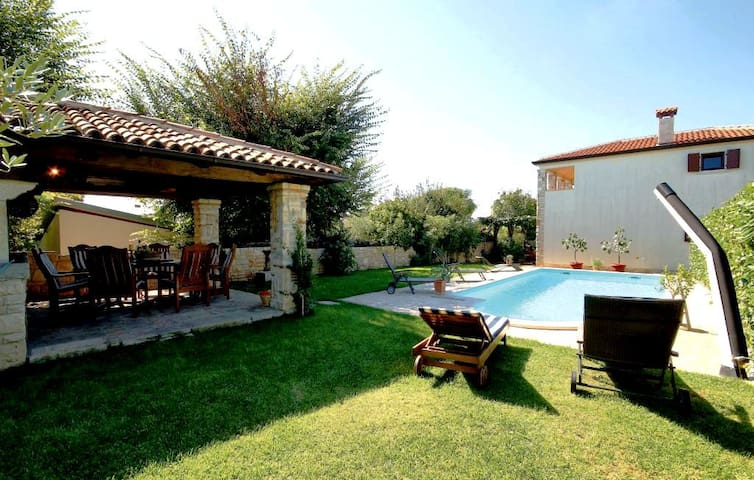 Family friendly 8BD holiday house - Vabriga - House