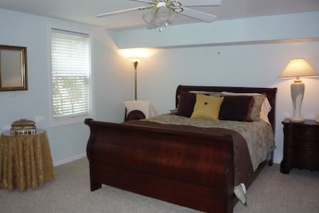 Soul Retreat and Getaway near UNCC - Harrisburg - Bed & Breakfast