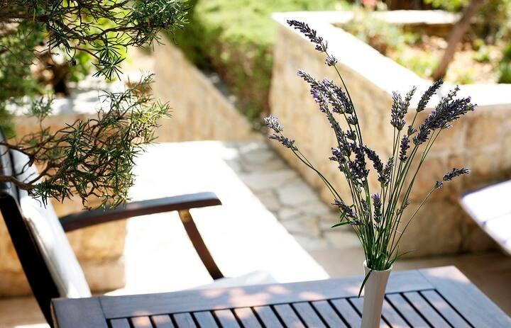 Garden studio with lovely terrace 1, island Hvar