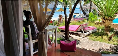 SEA FRONT,  FIRST LINE, KING SIZE+ BREAKFAST +POOL