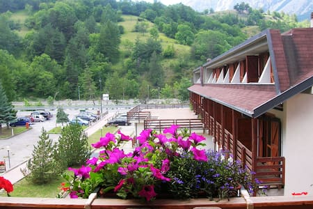 Lovely flat, 100m from chairlifts - Cesana Torinese