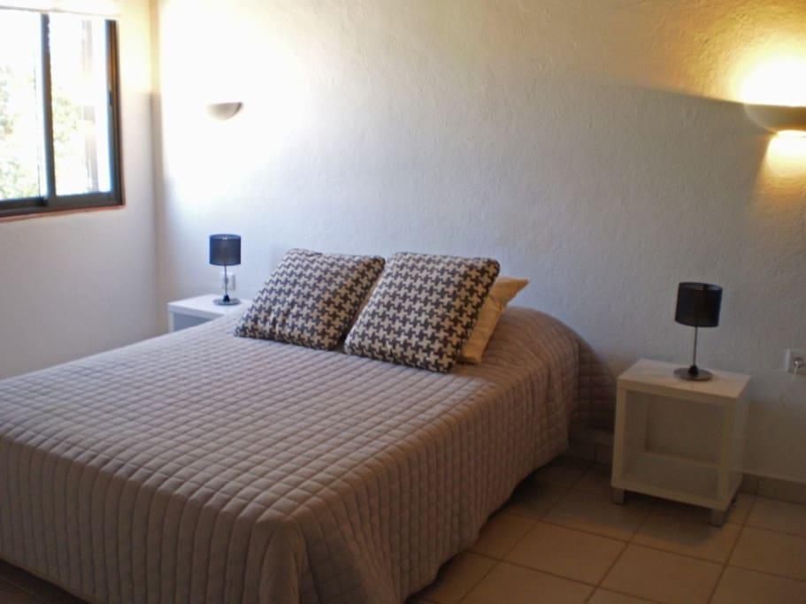 Double bedroom / habitación / q