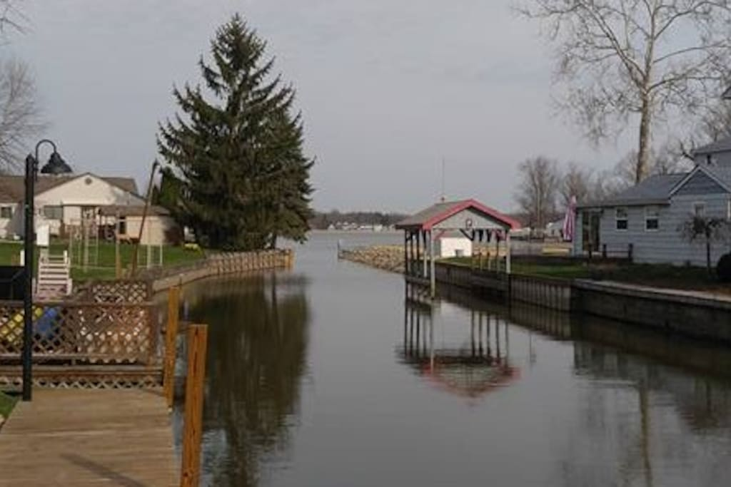 Canal opens into Buckeye Lake close to Circle Island