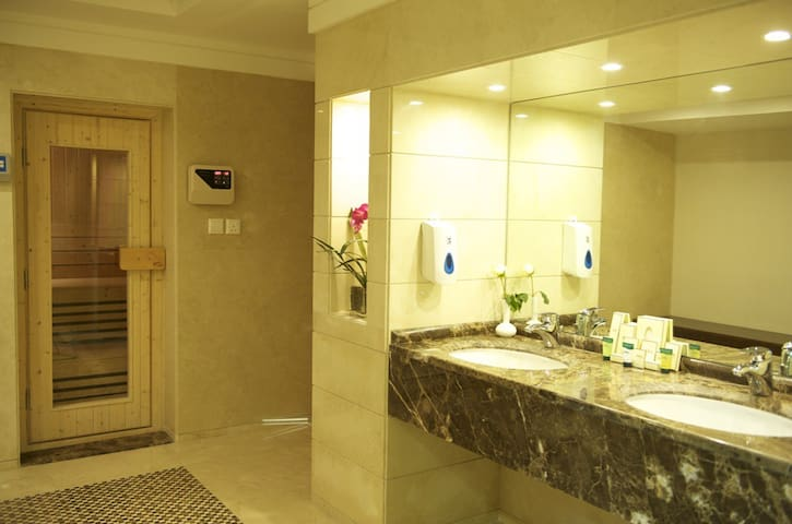 Fully Furnished Hotel Studio with Daily Housekeepi