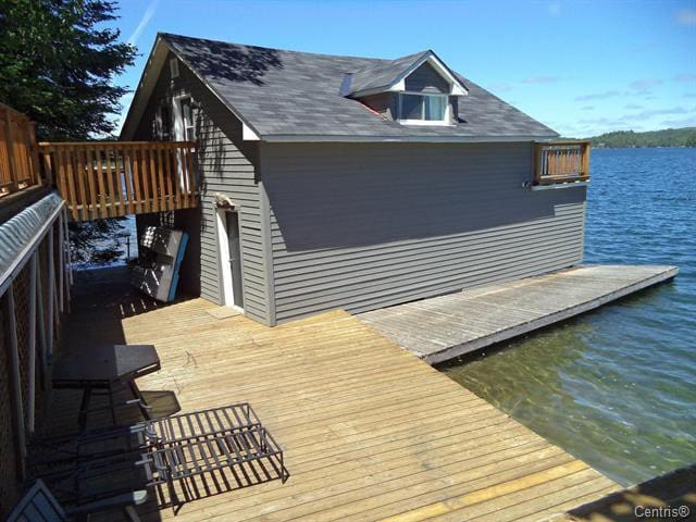 very private deck at shore