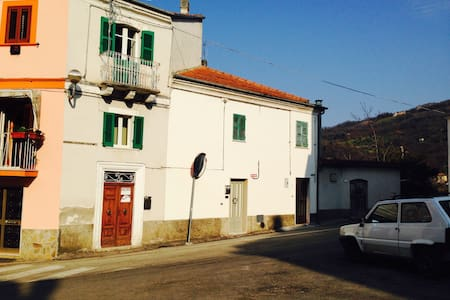 Traditional 4 storey village house - Serramonacesca