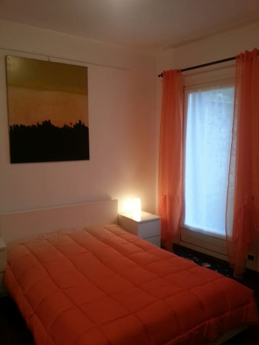 camera da letto con porta finestra