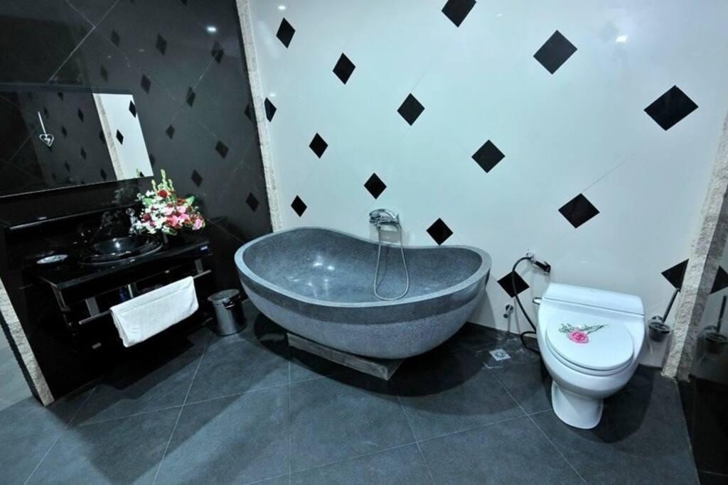 2 slaapkamers met luxe badkamer. Elk 20 m2.