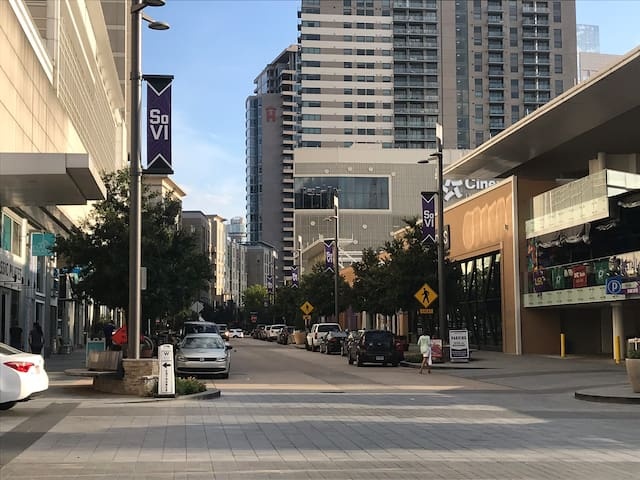 Chic Uptown Dallas Condo 1BR @ Shopping + Dinning