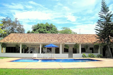 B&B Las Brisas Country side house ! - Guamo - Huis