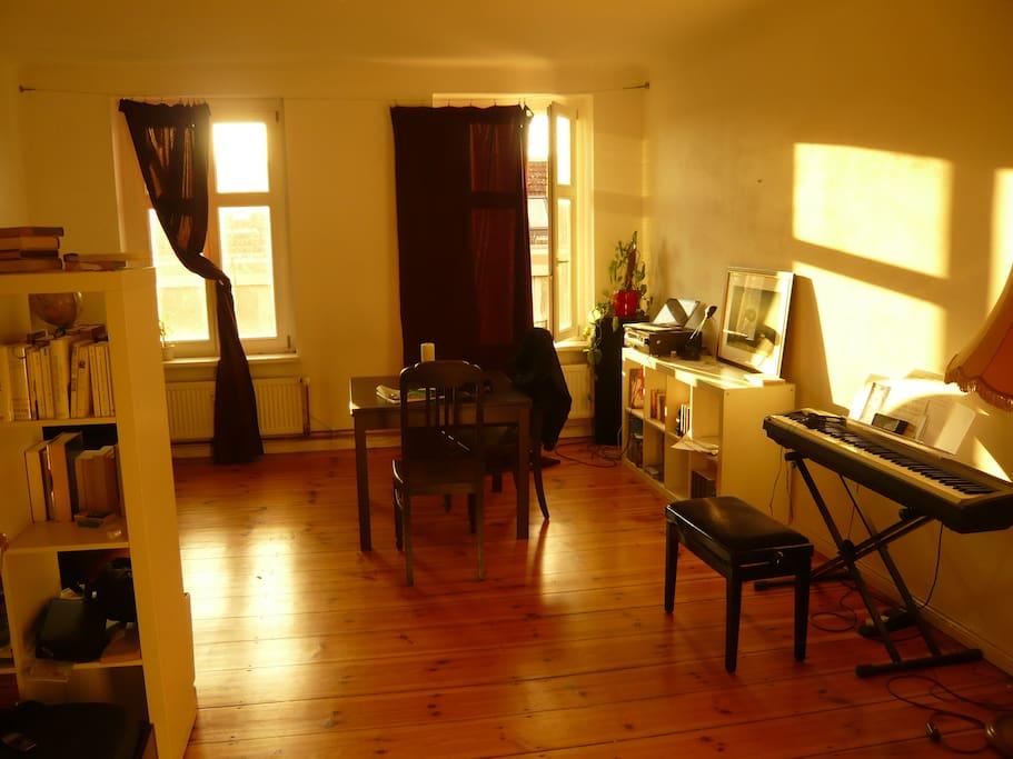 Bedroom n#2 (bed behind the camera)