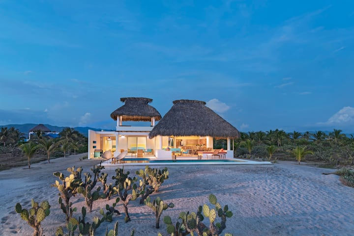 Casa Quetzal-prestigious & modern beachfront villa