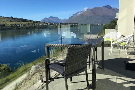 Luxury 1BR Apartment right by the Lake -brand new!
