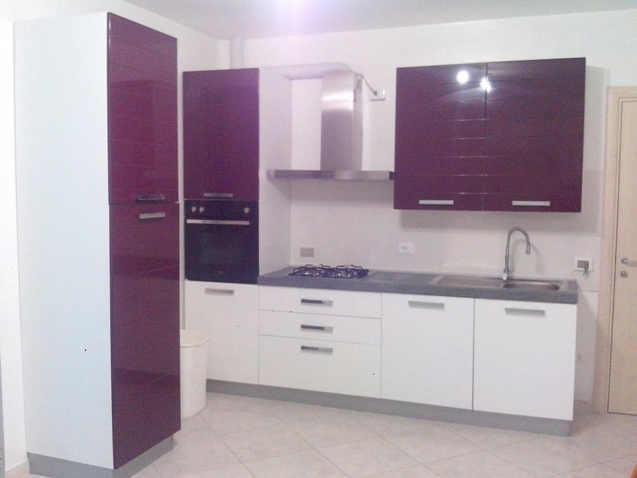 cucina componibile con forno e lavastoviglie