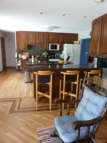Ranch Home on river property - Burlington - Apartmán pro hosty