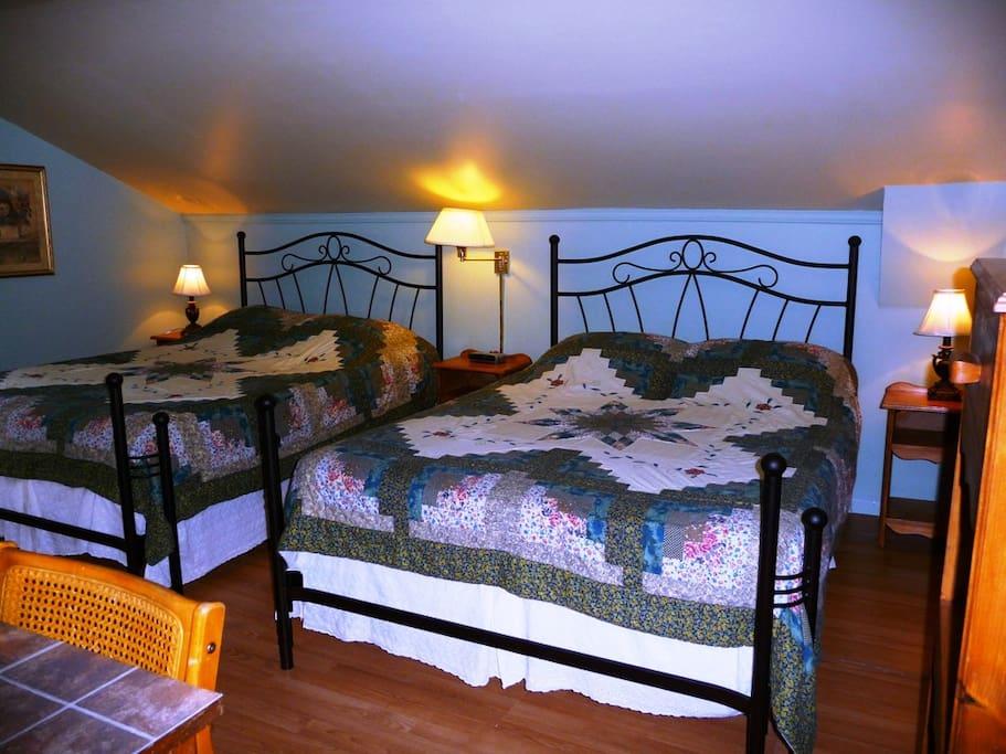 Chambre 2 chambres d 39 h tes louer roberval qu bec canada for Louer une chambre sans fenetre