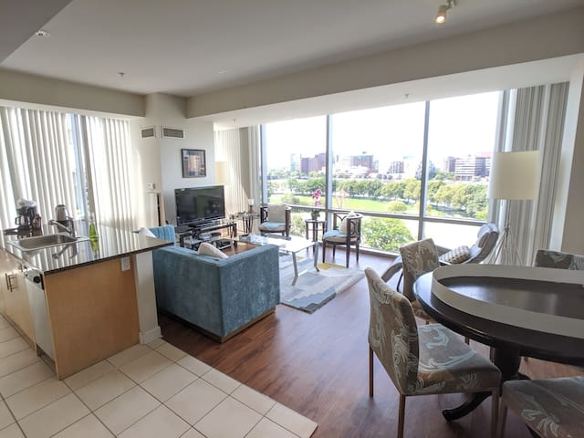 Sunny 2 Bedroom by Charles River