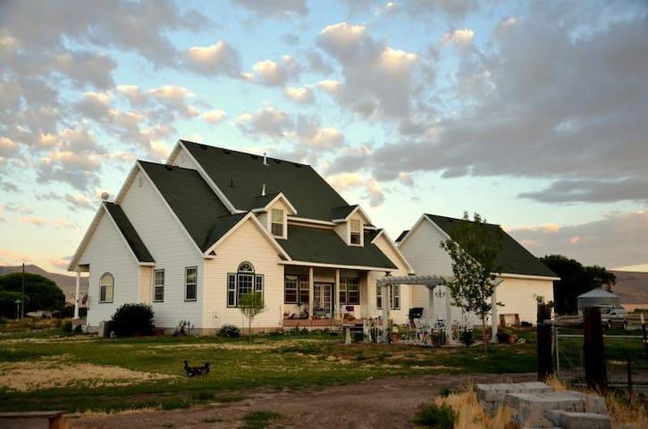 Victorian Farm large Guest Rm  - Tremonton - Casa
