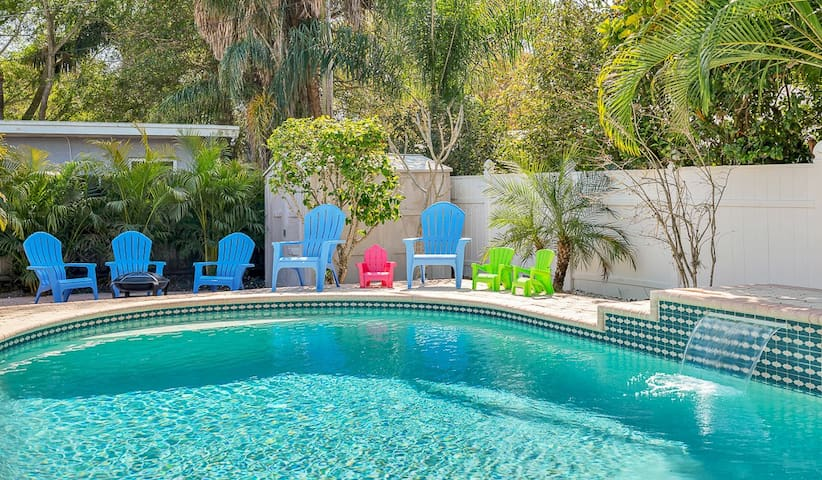 Huge Pool Home w/ Outdoor Theater-5 mins to BEACH!