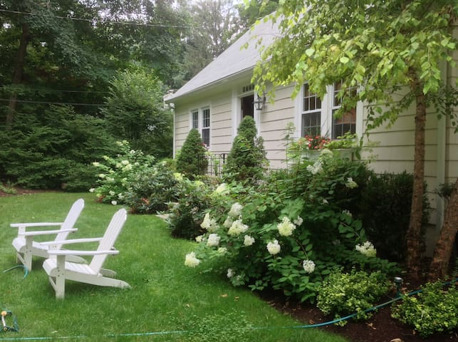 Cozy CT Cottage!! - Norwalk