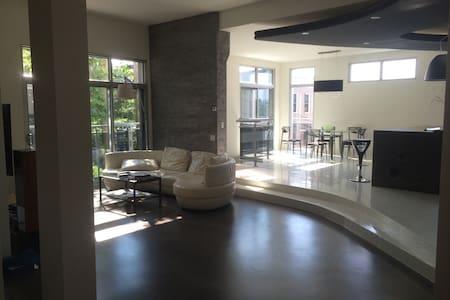 Magnifique condo urbain design - Appartement