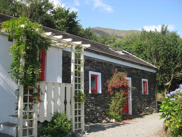 Four Directions Cottage - Unique - Castletown-Bearhaven - Kabin