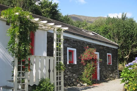 Four Directions Cottage - Unique - Castletown-Bearhaven