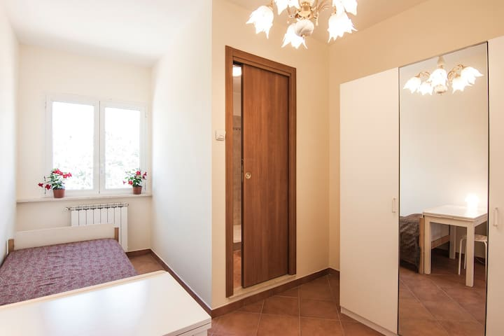 Single Room with bathroom, Frascati - Frascati - House