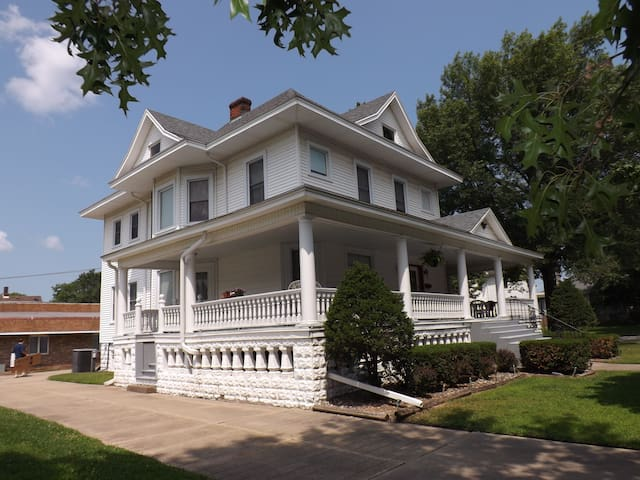 The Memory Manor - Watseka - Hus
