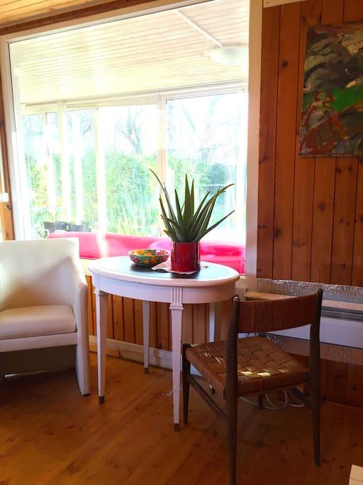 Sitzbereich mit Blick auf den Garten