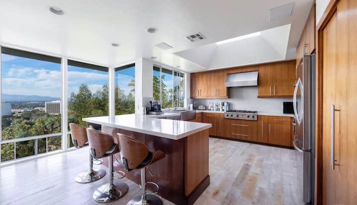 Glamorous + Chic House with Views & Yoga Room!