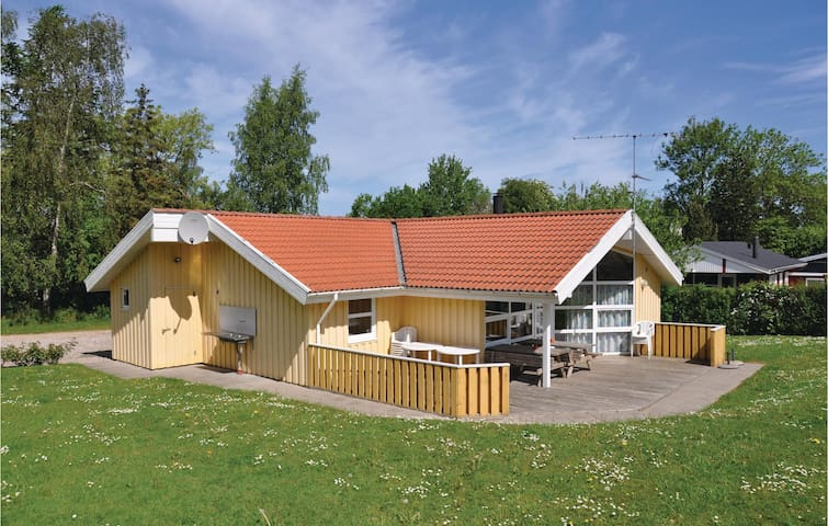 Holiday cottage with 4 bedrooms on 95m² in Augustenborg