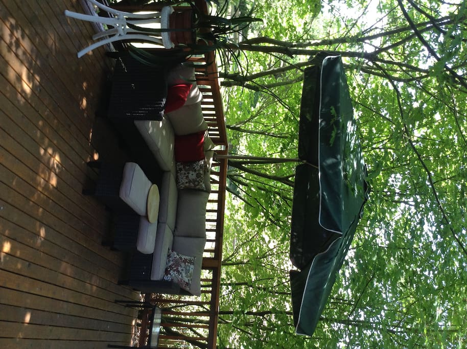 Spacious, shaded deck