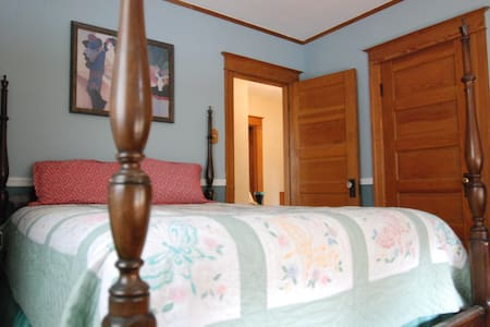 740 House, Charming  Room in Town! - Harpers Ferry - Talo