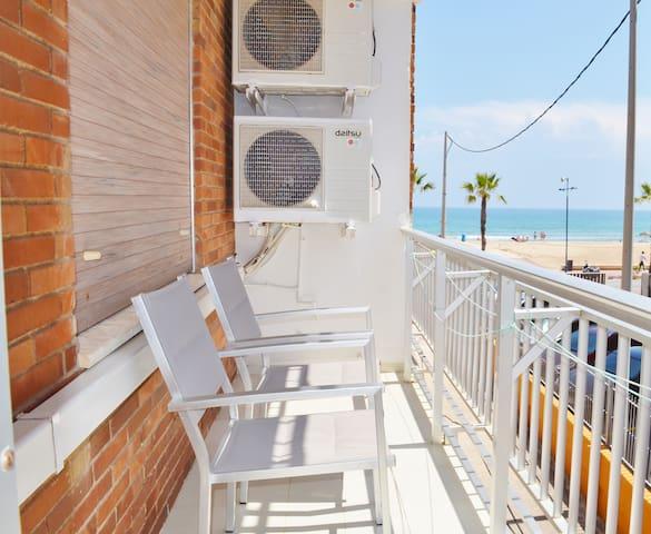 Apartamento frente a la Playa. Av. Papa Luna