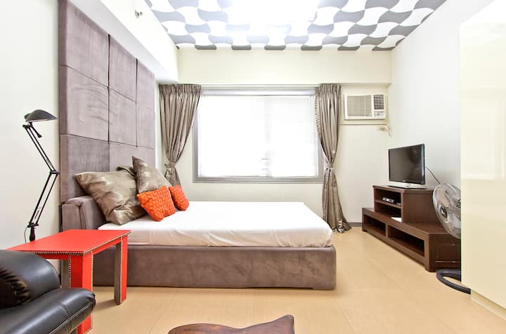 Spacious Studio Bonifacio Global City w/ Parking
