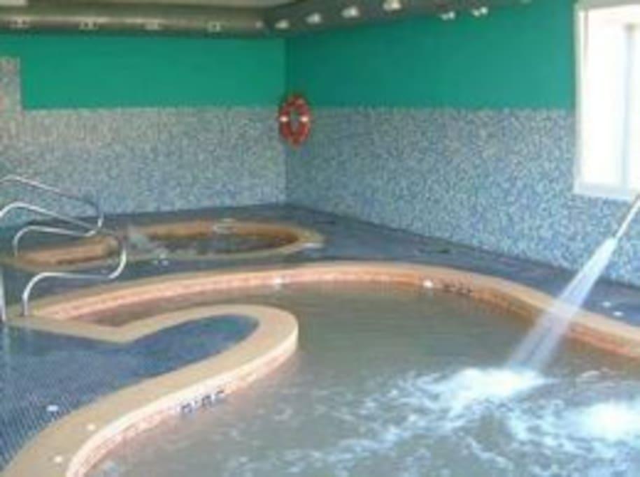 Vista de jacuzzi y zona de spa