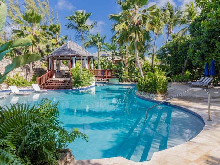 Interior Designed Villa close to Gibbes Beach