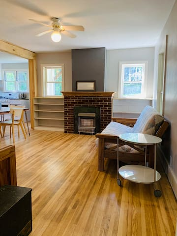 Icehousecreek cottage, Quiet Creekside in downtown