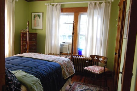 740 House  Sweet Room For 2 in Town - Harpers Ferry - 단독주택