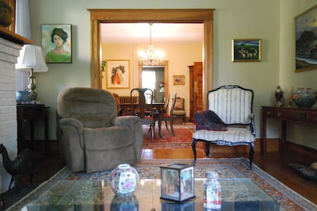 740 House  Sweet Room For 2 in Town - Harpers Ferry - House - 2