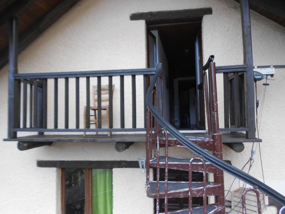 balcone in comune per le 2 camere