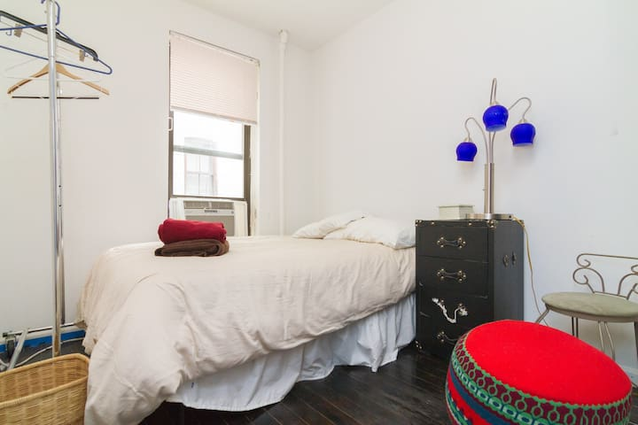 Cozy and Budget Friendly Soho 2 Bedroom