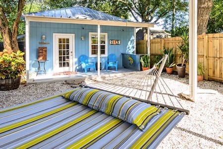 Surf's Up Cottage near downtown Tampa