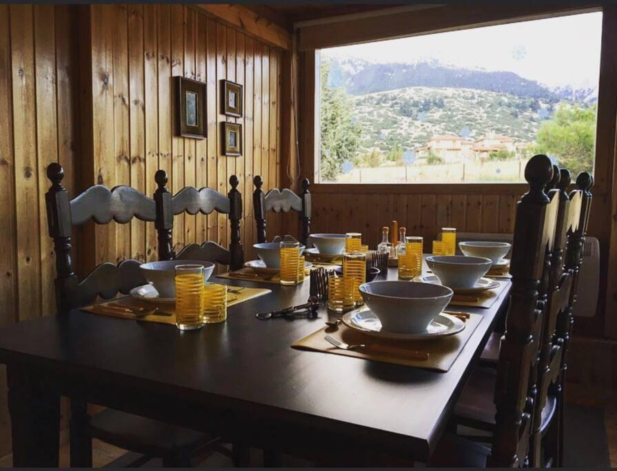 Dinning room./Τραπεζαρία.