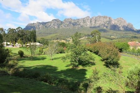 Mount Roland Country Lodge - Claude Road - Bed & Breakfast