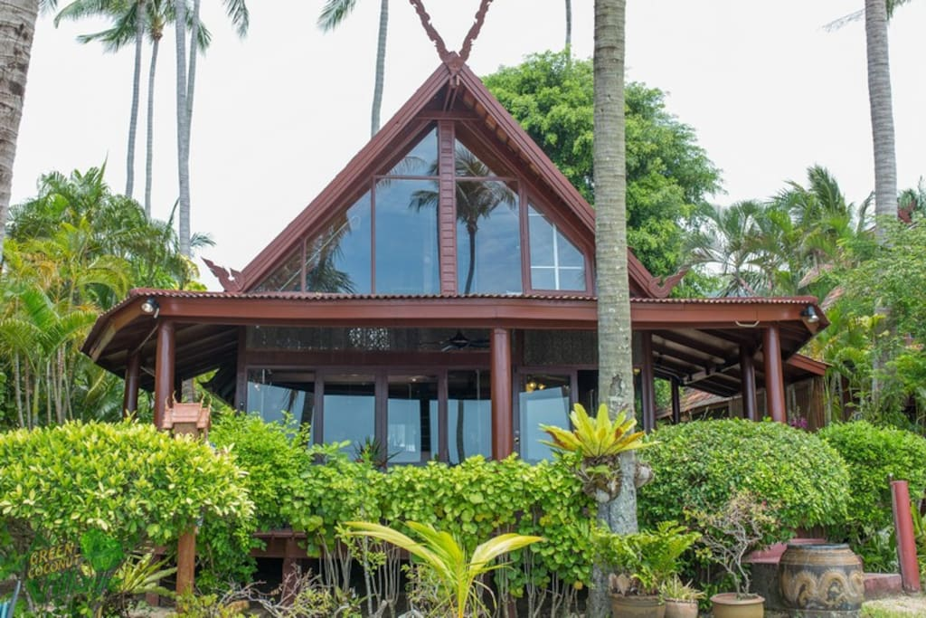 This villa is located directly on the beach in a secluded area of Bang Po