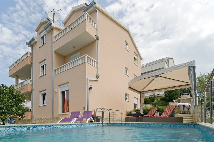 Luxury villa with heated pool and amazing view A2