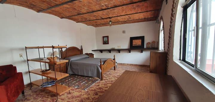 Suite amplia con excelente ubicación