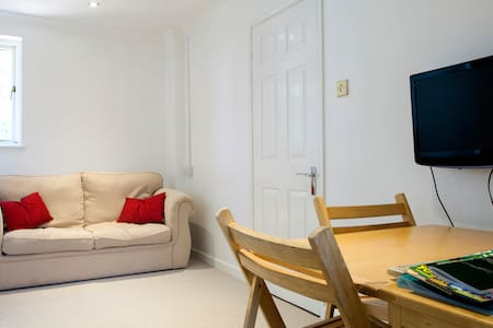Lovely 2 bedroom annexe in quiet area of Exeter - Apartment